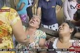 Người thân gào khóc bên thi thể nạn nhân vụ đánh bom khiến hơn 200 người thiệt mạng trong lễ Phục sinh