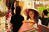 Những sản phẩm kì dị xuất hiện trong triển lãm nón lá làng Chuông