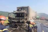 Hà Tĩnh: Xe chở hoa quả bốc cháy dữ dội khi đang lưu thông trên đường