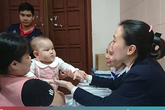 Hạnh phúc làm mẹ của người phụ nữ đơn thân khuyết tật