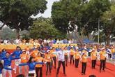 Hơn 5.000 người cùng nhau tập thể dục cạnh Hồ Gươm