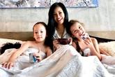"""Ngày sinh nhật con, Hồng Nhung nghẹn ngào nhắn gửi """"mẹ dựa vào các con"""""""