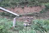 """Lào Cai: """"Xế hộp"""" đâm thủng lan can, lao xuống vực sâu khiến 2 người thương vong"""