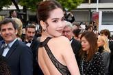 """Toàn bộ hình ảnh Ngọc Trinh ở Cannes với bộ cánh """"có như không"""" bị truyền thông quốc tế đăng tải, nhưng những ánh mắt ái ngại mới đáng chú ý"""