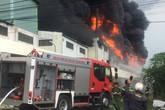 Bình Dương: Cháy dữ dội tại công ty sản xuất keo công nghiệp
