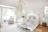 Nhẹ nhàng, đơn giản là thế nhưng một phòng ngủ đơn sắc trắng vẫn là niềm yêu thích của biết bao chị em