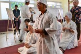 Nghệ sĩ Việt bật khóc khi nghe điếu văn trước giờ đưa tiễn Lê Bình