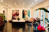 """Ngôi nhà 900 m2 gây ấn tượng mạnh ngay từ bước chân đầu tiên vào cửa của nữ diễn viên phim """"Gái nhảy"""""""