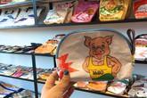 """Gần 1 triệu đồng một chiếc túi xách tại Nhật chẳng khác gì bao đựng """"thức ăn chăn nuôi"""" của Việt Nam"""