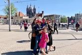 Jennifer Phạm đưa bố mẹ và các con du ngoạn châu Âu