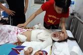 Nhặt đồ chơi rơi cạnh bốt điện, bé gái dân tộc H'Mông bị bỏng toàn thân, quằn quại trong đau đớn