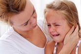 Có thể thủng màng nhĩ, tiêu xương, điếc, rối loạn ngôn ngữ vì bị đau tai bất thường
