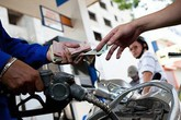 Giá xăng dầu giảm mạnh cả ngàn đồng/lít