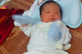 Hà Nội: Nước mắt hạnh phúc của cặp vợ chồng sinh con ở tuổi U60