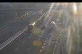 Thót tim cảnh ô tô đi lùi trên cao tốc Hà Nội - Hải Phòng, suýt bị xe bồn đâm trúng