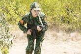 Trà Ngọc Hằng làm chiến sĩ huấn luyện chó nghiệp vụ