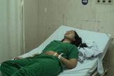 Chờ vợ đẻ, chồng say rượu đấm vào mặt nữ bác sĩ vì loa thông báo kêu rè