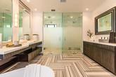 Phòng tắm xa xỉ trong biệt thự mà biểu tượng gợi cảm làng nhạc đang rao bán