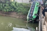 Thanh Hóa: Xe khách lao xuống sông, nhiều người thương vong