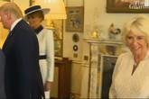 Bà Camilla nháy mắt khi tiếp đón nhà Trump