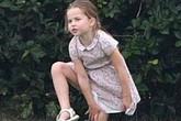 """Công chúa Charlotte gây sốt cộng đồng mạng với dáng đứng """"bá đạo"""" cùng một loạt biểu cảm """"khó đỡ"""" khiến ai cũng bật cười sảng khoái"""