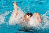 Bị dốc ngược khi cấp cứu đuối nước, bé trai 12 tuổi nguy kịch