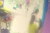 Mẹ gãy mũi vì cứu con gái bị cửa kính đổ lên người