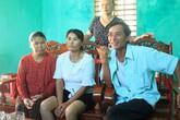 Người phụ nữ nghẹn ngào khi gặp lại người thân sau 24 năm bị lưu lạc