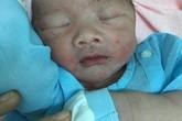 Bình Dương: Phát hiện trẻ sơ sinh bị bỏ rơi trong bụi hoa giấy ven đường