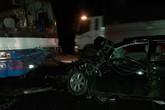Chủ tịch huyện trọng thương trong ca bin sau va chạm xe chở công nhân