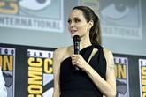 Angelina Jolie tái xuất trẻ đẹp