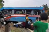 Tuyên Quang: Va chạm với xe đầu kéo, hơn 10 người nhập viện