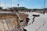 Sụt lún chân cầu Yên Hòa khiến 5 người thương vong: Tiếng kêu cứu xé màn đêm