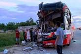 Nghệ An: Xe du lịch tông đuôi container, 3 người thương vong