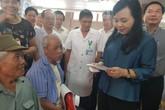 Bộ trưởng Y tế trực tiếp trải nghiệm cảm giác.... khám bệnh ở tuyến huyện