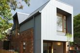 Ngôi nhà 2 tầng mang tới cảm giác thông minh, phong cách và thân thiện với môi trường.