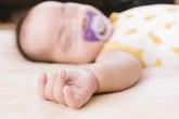 Bé 1 tuổi bị tan máu cấp tính, tổn hại thần kinh vì gói băng phiến trong tủ quần áo