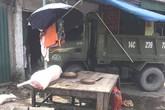 Đứng mua thịt lợn trên vỉa hè, người phụ nữ bị xe tải mất lái đâm tử vong