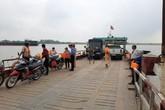 """Tiếp bài """"Rợn tóc gáy trên những chuyến phà ngang sông Hồng"""": Thanh tra giao thông và cảnh sát vào cuộc"""