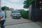 Hà Nội: Nam thanh niên lùi xe khiến người phụ nữ trọng thương