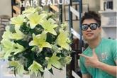 """Ông chủ 9X chi 10 triệu/tháng mua hoa về bày, chị em kêu trời """"đẹp hơn con gái cắm"""""""