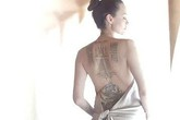 Angelina Jolie bán nude, lộ hình xăm kín lưng