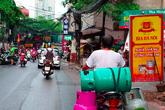 """""""Lạnh gáy"""" những cách chở gas nguy hiểm ở Hà Nội"""