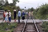Ngồi xem điện thoại trên đường sắt, học sinh lớp 10 bị tàu cán tử vong