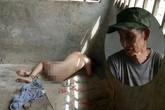 Đằng sau bức ảnh bé trai 13 tuổi trần truồng, bị ông nội cột dây, nhốt trong chuồng là một câu chuyện đầy thương cảm