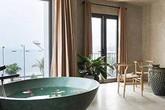 Ngôi nhà mộc mạc có view nhìn ra biển ở Hạ Long được báo Tây ca ngợi