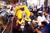 Hà Nội: Chen nhau xếp hàng mua bánh Trung thu khiến phố Thụy Khuê ùn tắc nghiêm trọng