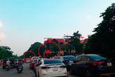 Sau loạt bài về xe ôtô chiếm vỉa hè Hà Nội: Quận, phường kêu khó xử lý(?)
