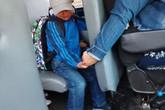 Bức ảnh chụp bé trai khóc sướt mướt ngày đầu tiên đi học và hành động của nữ tài xế được dân mạng lẫn cảnh sát khen ngợi hết lời