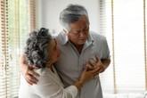 Đau thắt ngực trái, khó thở là biểu hiện của bệnh gì?